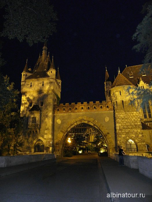 Венгрия Будапешт центральный вход в замок Вайдахуняд | Vajadahunyad vara