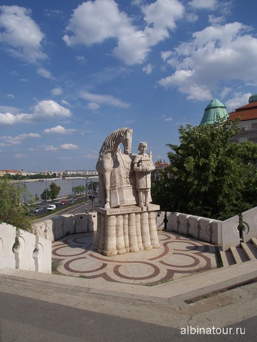 Венгрия Будапешт Памятник святому Иштвану.