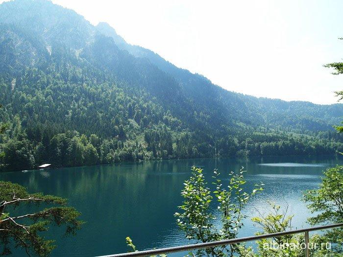 Германия озеро у замка Хоэншвангау