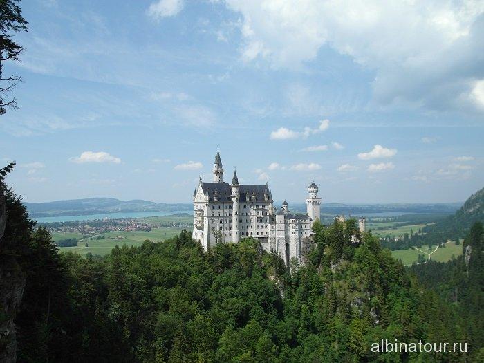 Германия вид на Замок Нойшванштайн с моста Марии