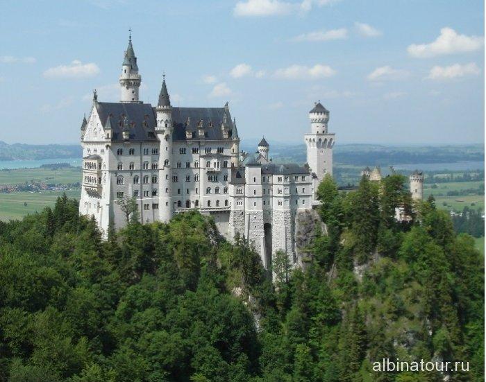 Германия крупный план замка Нойшванштайн с моста Марии