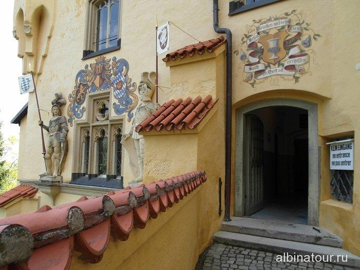Германия рыцари на фасаде замка Хоэншвангау