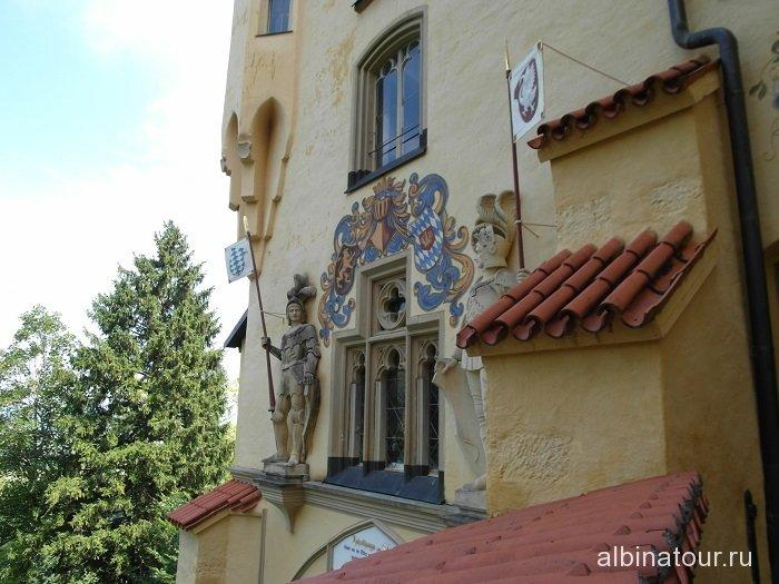 Рыцари на фасаде замка Хоэншвангау