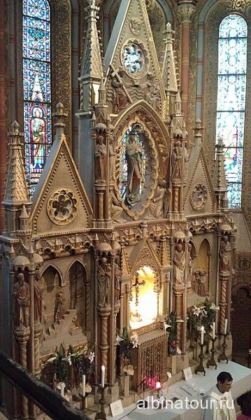 Венгрия алтарь в церкови Матьяша Будапешт