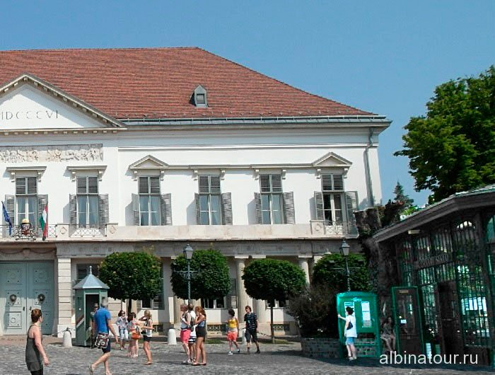 Венгрия станция фуникулера перед дворцом Шандора Будапешт