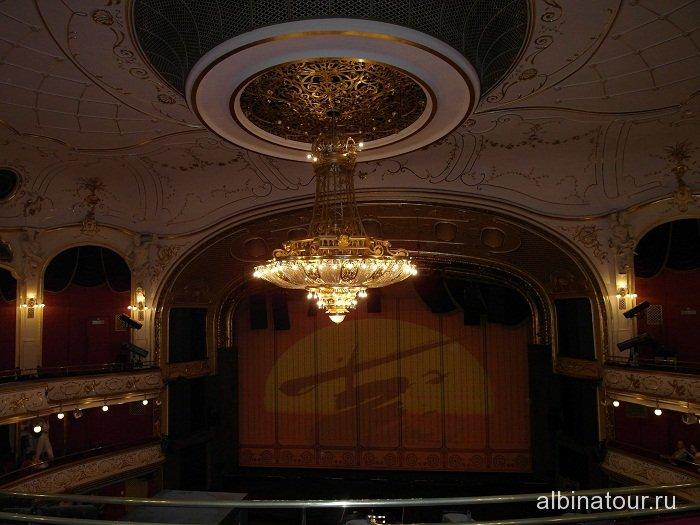 Венгрия зрительный зал театра оперетты в Будапеште
