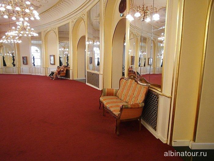 Венгрия фойе театра оперетты в Будапеште