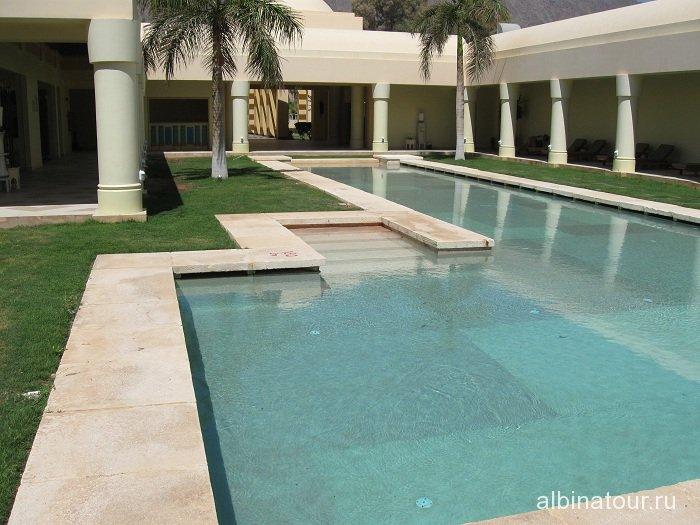 Египет   Таба   отель  Софитель бассейн перед фитнес центром
