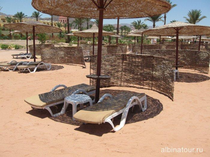 Египет Таба Софитель пляж место под зонтиком