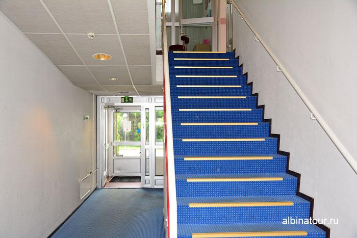Финляндия Иматра лестница на второй этаж отеля Vuoksenhovi