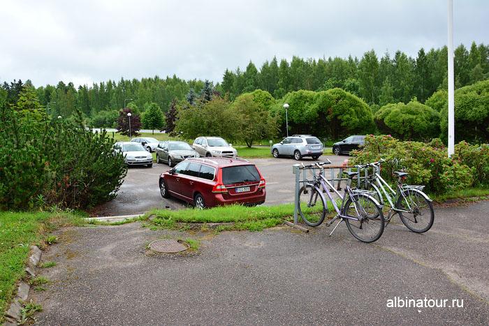 Финляндия Иматра парковка направо от ресепшен у отеля Vuoksenhovi