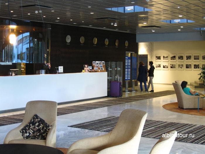 Финляндия Хельсинки отель Хилтон  ресепшен