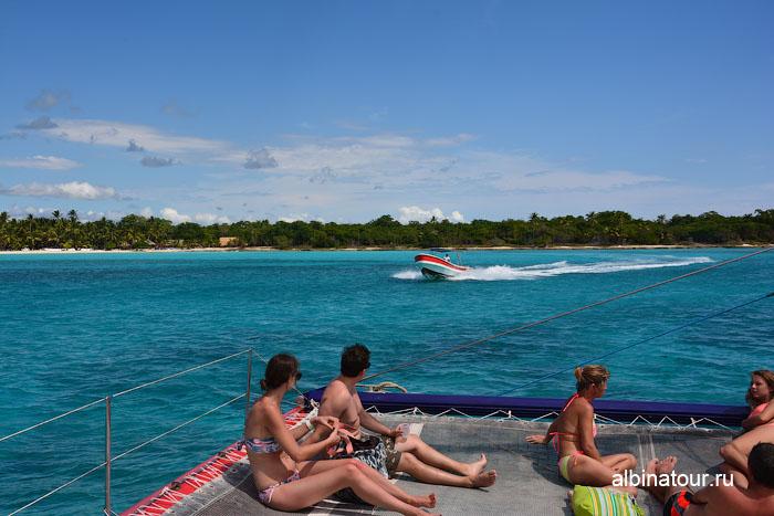Доминикана путешествие на Saona лодка для переправки на берег
