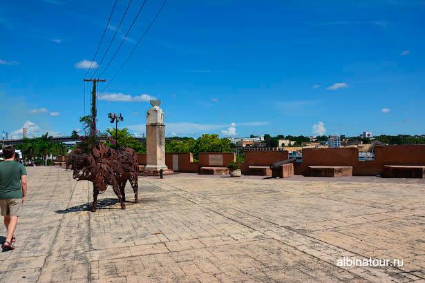 Санто-Доминго коровы пушки и солнечные часы