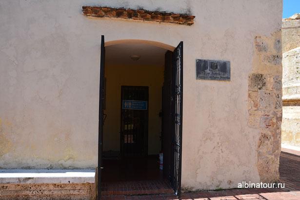 Доминикана Санто-Доминго Собор Санта-Мария де ла Энкарнасьон туалеты