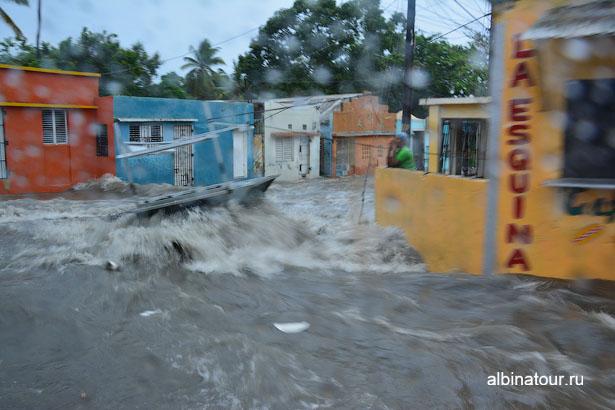 Доминикана потоп на улице после дождя в Ла-Романе