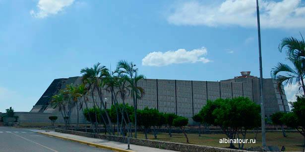 Доминикана Санто Доминго маяк Колумба торец здания