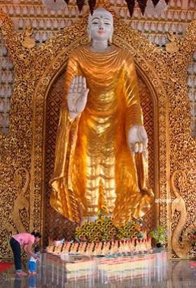 birmanskij hram стоящий Золотой Будда (керамический)