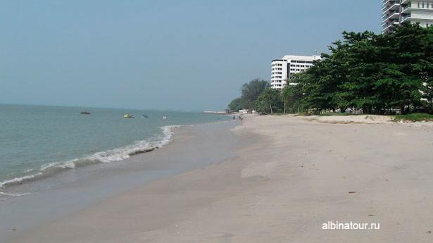 Пляж у отеля Tanjung Bungah Beach Resort