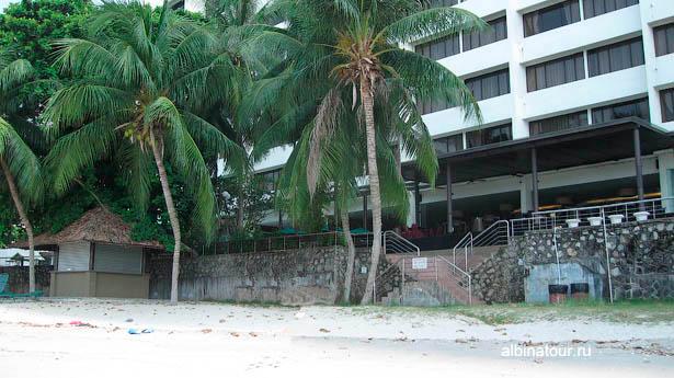 Выход на пляж из отеля Tanjung Bungah Beach Resort