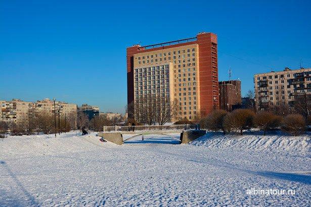 Зимнее озеро в яблоневом саду СПб
