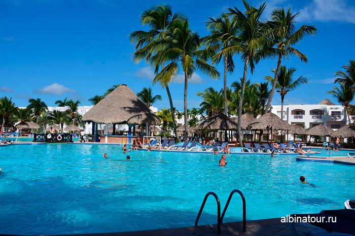 Бассейн в отеле Be Live Collection Canoa в Доминикане