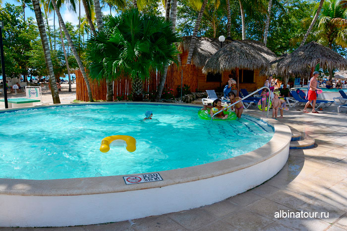 Детский бассейн в отеле Be Live Collection Canoa в Доминикане
