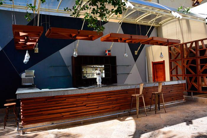 Бар ночной клуб в отеле Canoe Доминикана