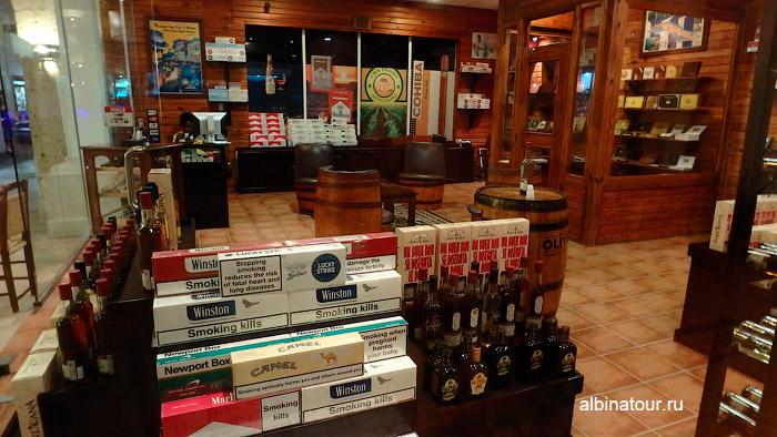 Магазины 2 в отеле Be Live Collection Canoa в Доминикане
