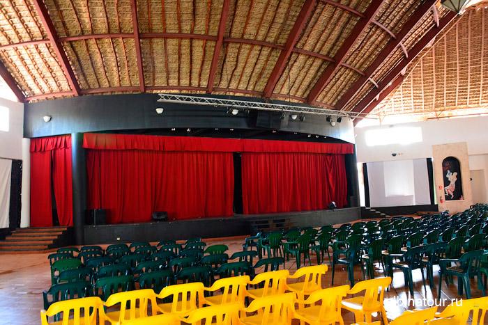 Зал и сцена театра