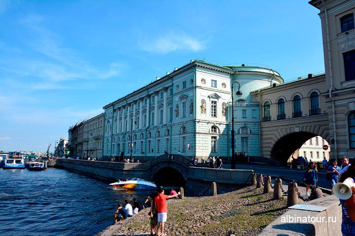Фасад здания Эрмитажный театр Петербург