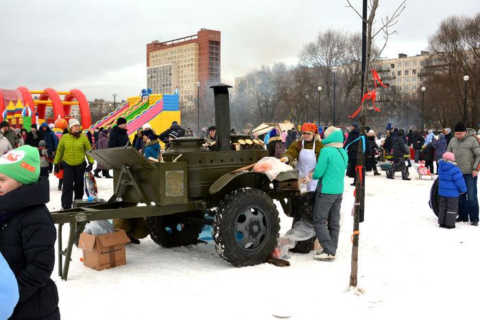 СПб Полевая кухня в 2017г. масленица в Яблоневом саду Купчино