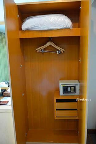 Фото шкафа номера отеля The Three By APK 3* Пхукет Phuket