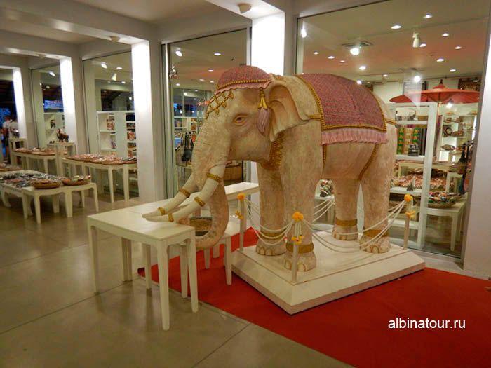 Фото Витрины сувенирных магазинов на шоу Пхукет