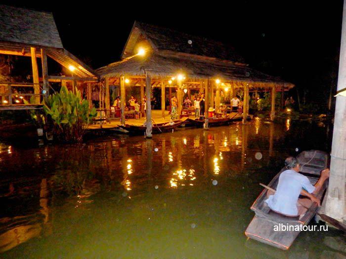 Фото озеро Тайской деревни на шоу Сиам Нирамит Пхукет