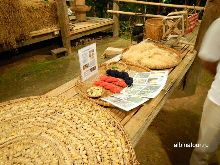 ФотоТайская деревня шёлк на шоу Сиам Нирамит на Пхукете