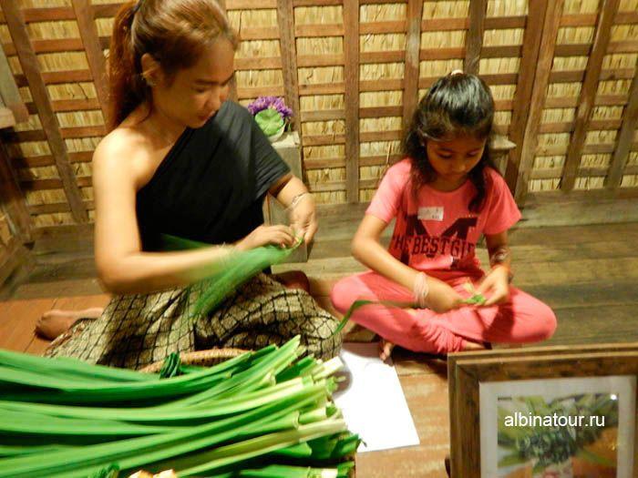 Фото ремесло Тайской деревни на шоу Сиам Нирамит Пхукет
