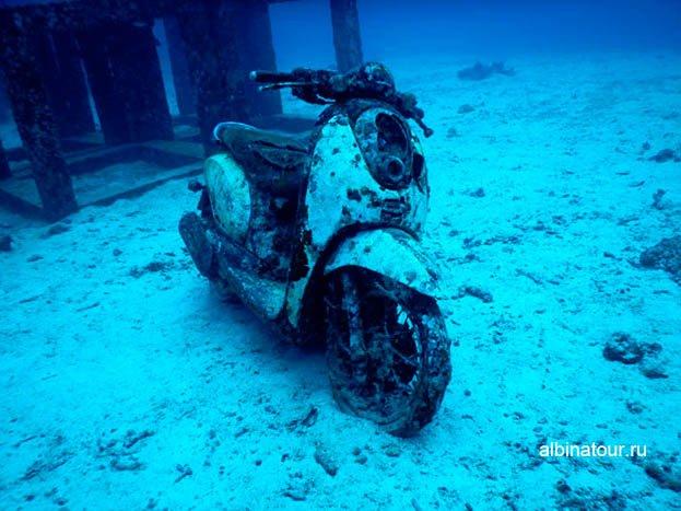 Мотоцикл под водой Фото остров Рача