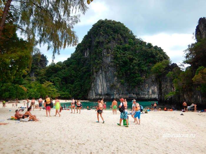 Пошли на пляж на против лагуны на острове Hong Krabi фото
