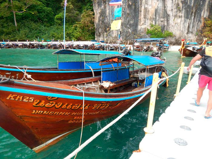 Фото Лодки нанятые самостоятельными туристами на остров в Андаманском море