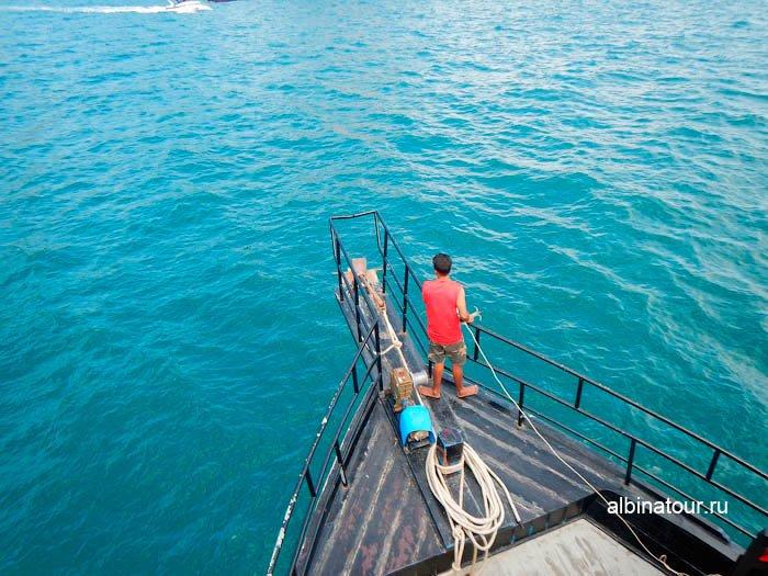 Фото Наш корабль бросил якорь в море у острова Хонг