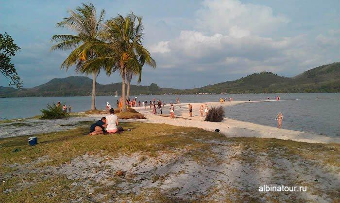 Панорама на песчаную косу острова Яо Яй Таиланд