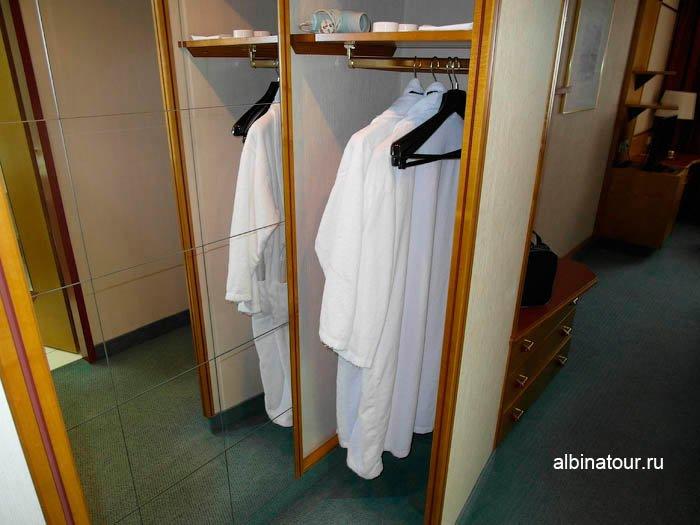 Фото халатов в номере отеля в Новгороде