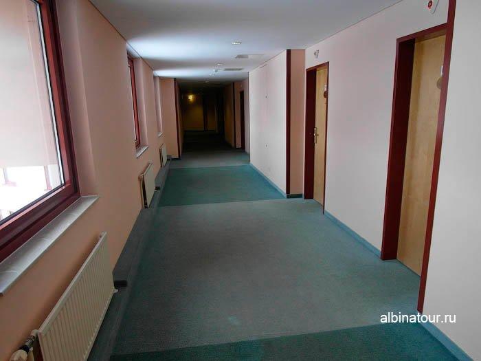 Коридор на 4 этаже отеля в Великом Новгороде фото