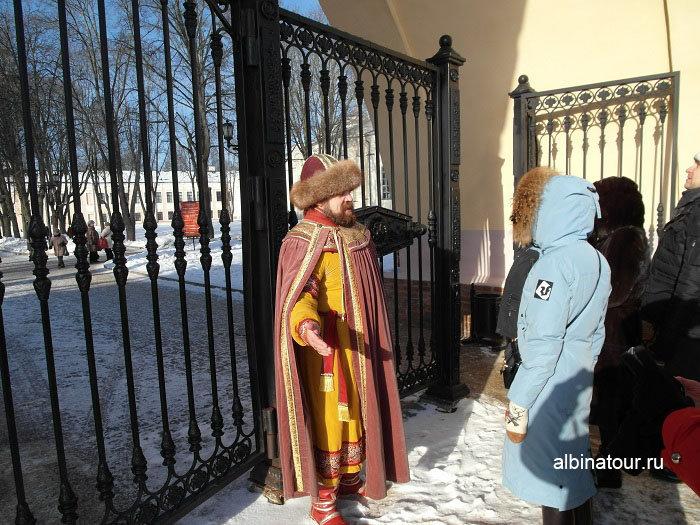 Фото гида в образе посадника Сбыслава