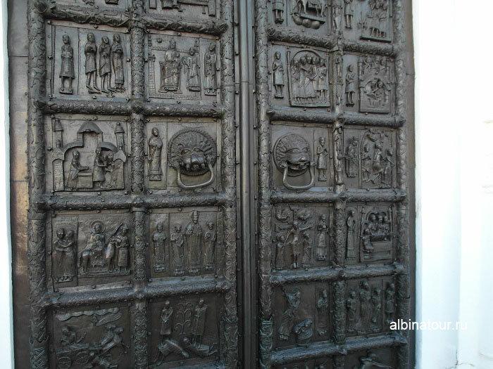 Магдебургские врата собора фото в Новгородском Детинце