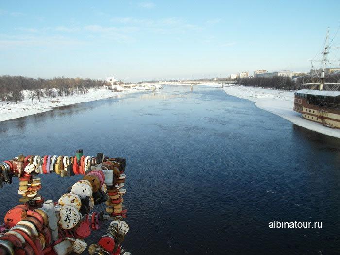 Фото замки на Кремлёвском мосту в Великом Новгороде