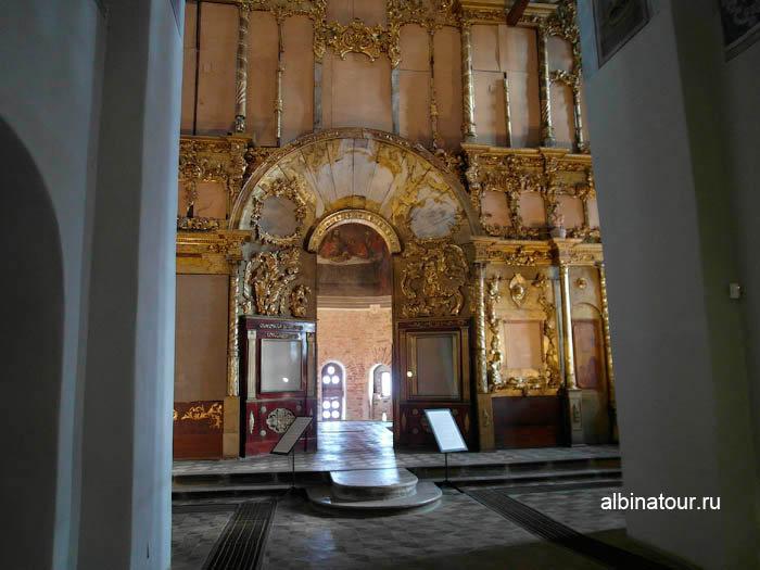 Никольский собор внутри в Ярославово городище и торге в Великом Новгороде