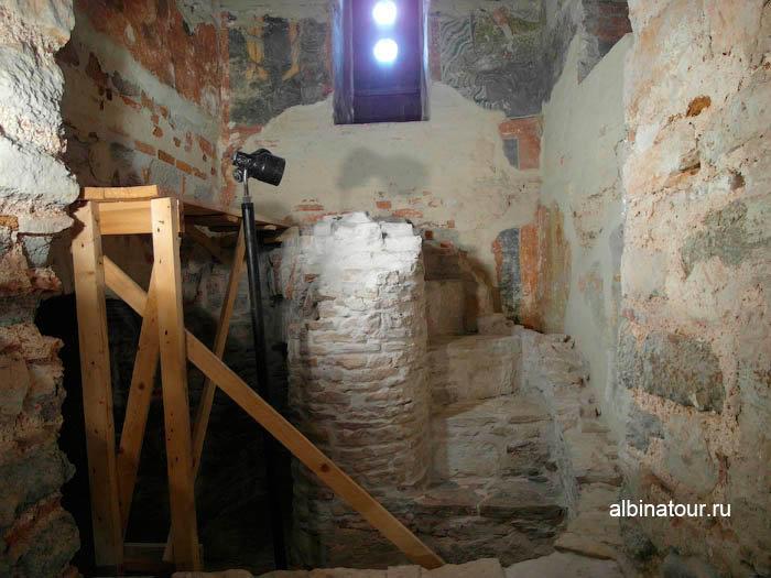 Фрезки в подвале Николаевского собора