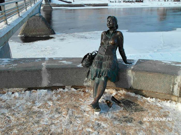 Фото Скульптура Девушка без босоножек Великий Новгород